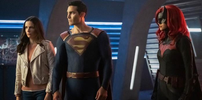 Da sinistra: Lois, Superman e Batwoman