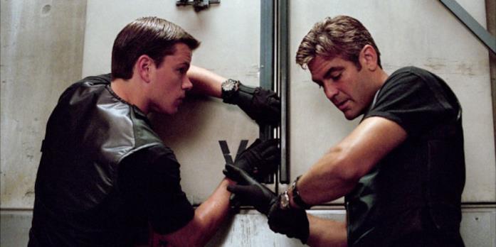 Matt Damon e George Clooney in una scena di Ocean's Eleven