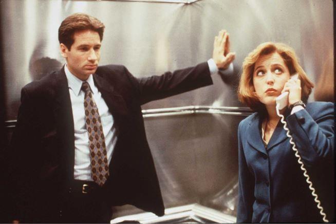 David Duchovny e Gillian Anderson in una scena diX-Files