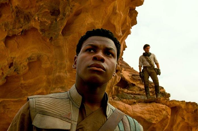 John Boyega e Oscar Isaac in una scena del film Star Wars: L'ascesa di Skywalker