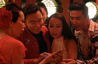 I protagonisti di Bling Empire in un frame della prima puntata