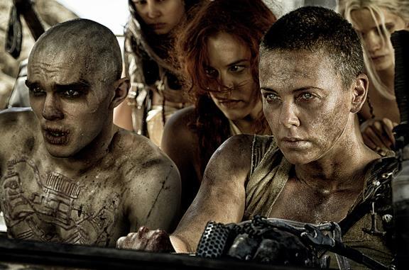L'attrice Charlize Theron nei panni di Furiosa nel film Mad Mad: Fury Road
