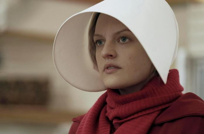 Elisabeth Moss interpreta June in The Handmaid's Tale