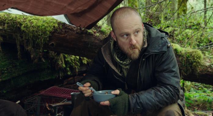 Ben Foster in una scena del film Senza lasciare traccia