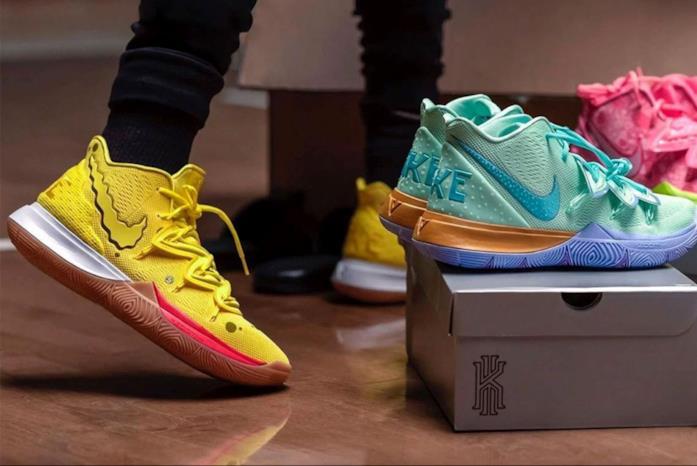 Due modelli di Nike Spongebob