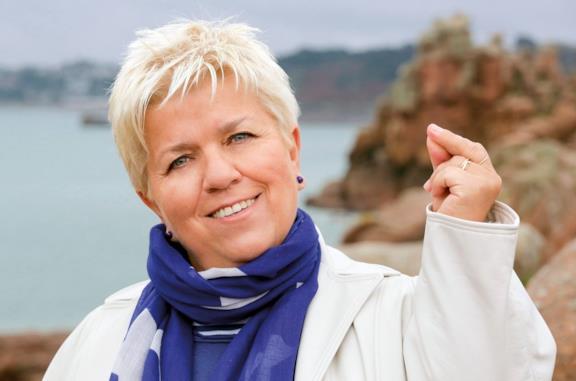 Un primo piano di Mimie Mathy nella serie TV Joséphine, ange gardien