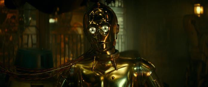 Un primo piano di C-3PO nel film Star Wars: L'ascesa di Skywalker