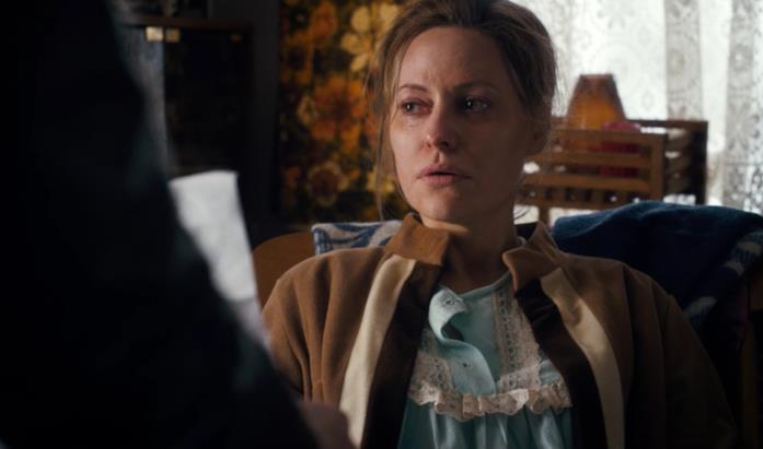 Aimee Mullins nel ruolo di Terry Ives, madre di Undici