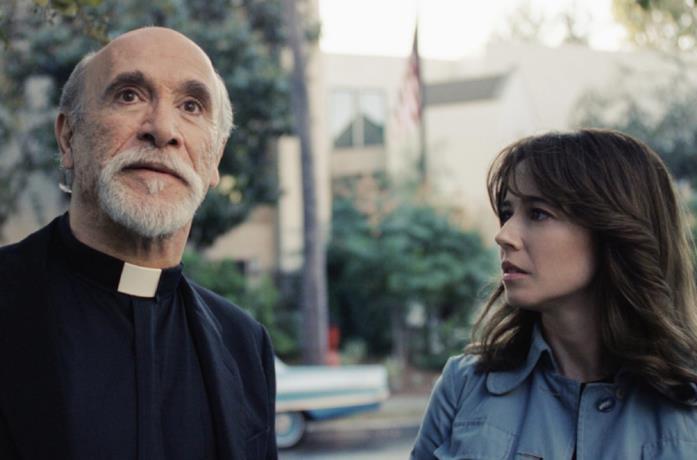 Tony Amendola e Linda Cardellini nel film La Llorona - Le lacrime del male