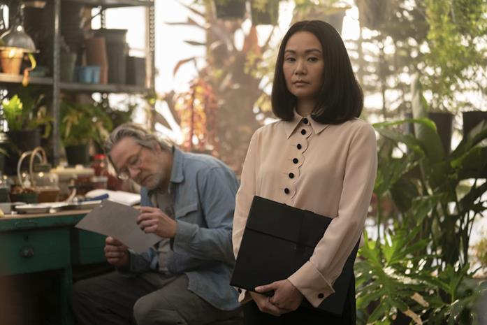 Hong Chau in una scena della seconda stagione di Homecoming