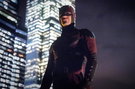 Primo piano di Charlie Cox come Daredevil