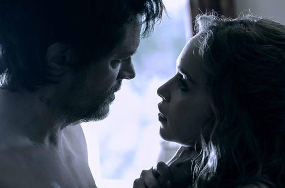 Above Suspicion, il trailer del thriller con Emilia Clarke