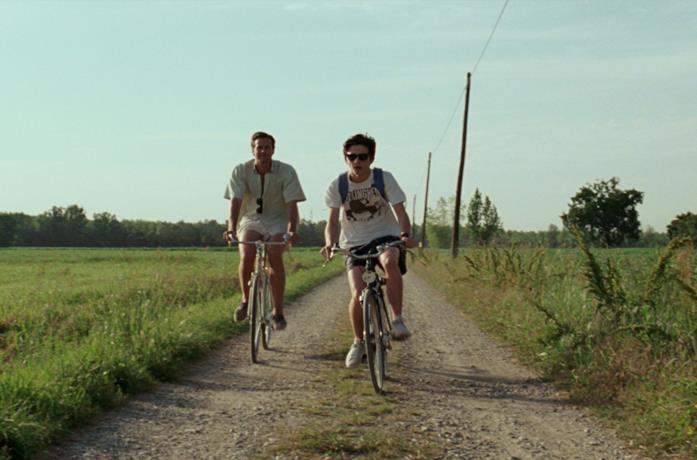 Una scena di Call me by your name in bicicletta