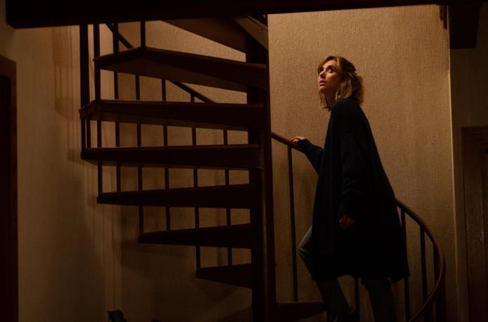 Michelle (Alison Brie) in una scena di The Rental