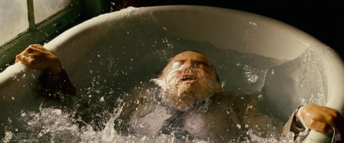 DiCaprio cade nella vasca da bagno in Inception