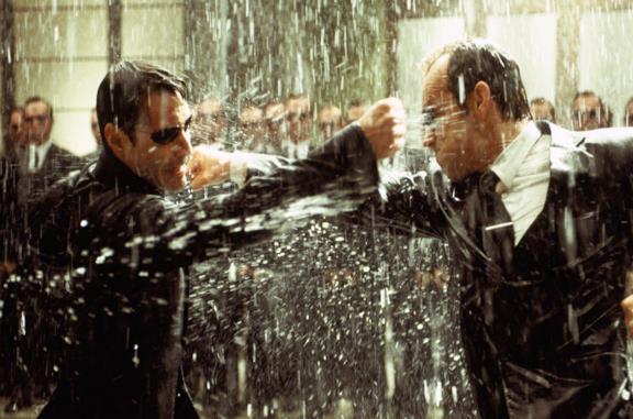 Neo contro l'Agente Smith in una sequenza di Matrix Revolutions