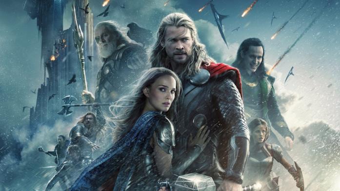 I personaggi interpretati da Chris Hemsworth e Natalie Portman con alle spalle gli altri personaggi