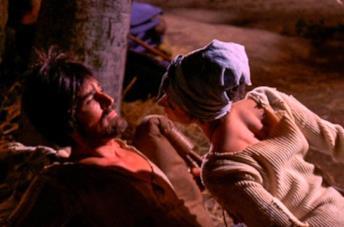 Vittorio Gassman in una scena del film Brancaleone alle Crociate