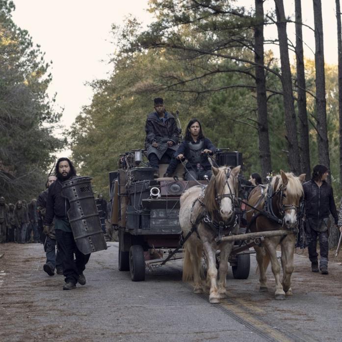 The Walking Dead: Daryl, Jerry e gli altri guidano la mandria di zombi lontano nell'episodio 10x16