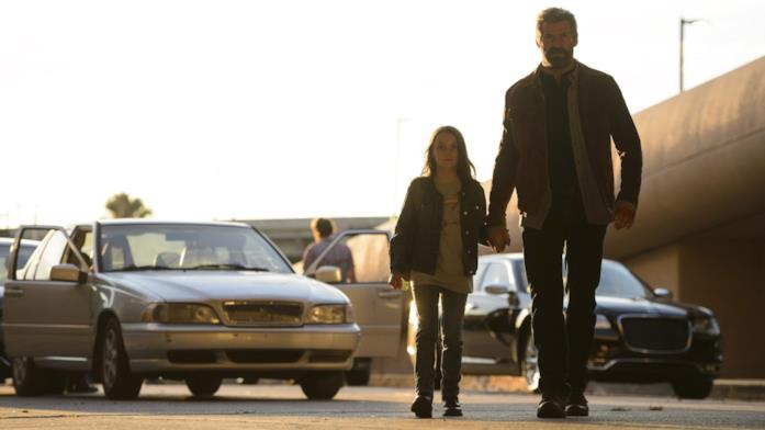 Dafne Keen e Hugh Jackman in Logan