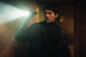 Tomasz Ziętek in una scena del film Operation Hyacinth