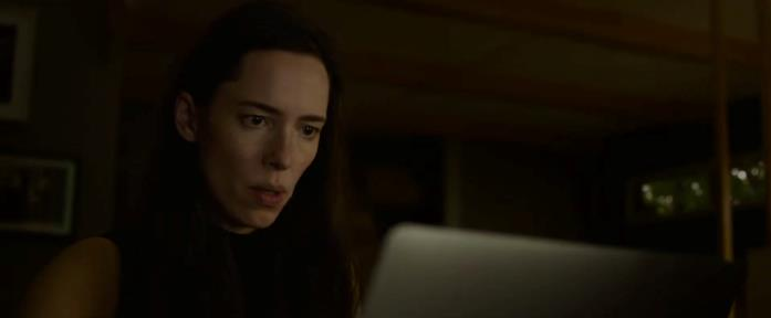 Beth alla ricerca della verità in The Night House - La Casa Oscura