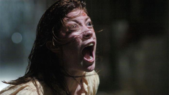 Emily durante un episodio di possessione