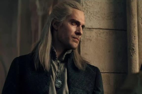 Henry Cavill è Geralt di Rivia in The Witcher
