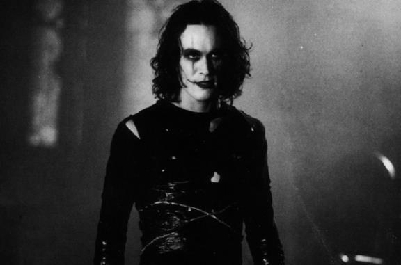 Il corvo: dal cast alle frasi, tutto sul film del 1994 con Brandon Lee