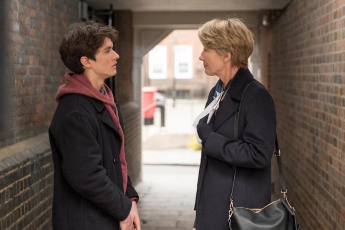 Fionn Whitehead e Emma Thompson in una scena del film The Children Act - Il verdetto