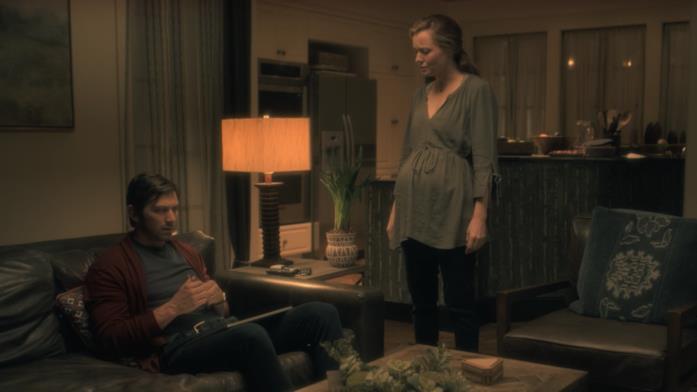 Gli interni della casa di Steven e Leigh in una scena di Hill House