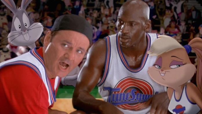 Bill Murray, Micheal Jordan, Bugs Bunny e Lola Bunny durante la partita di pallacanestro decisiva