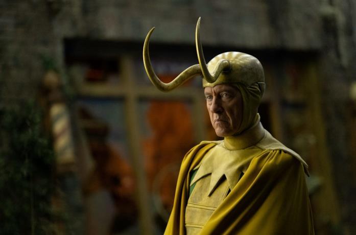 Richard E. Grant indossa il costume di Classic Loki