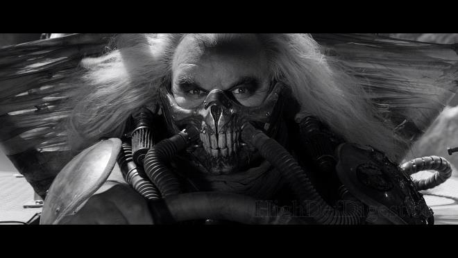 Immortan Joe in bianco e nero nella black and chrome edition di Mad Max: Fury Road