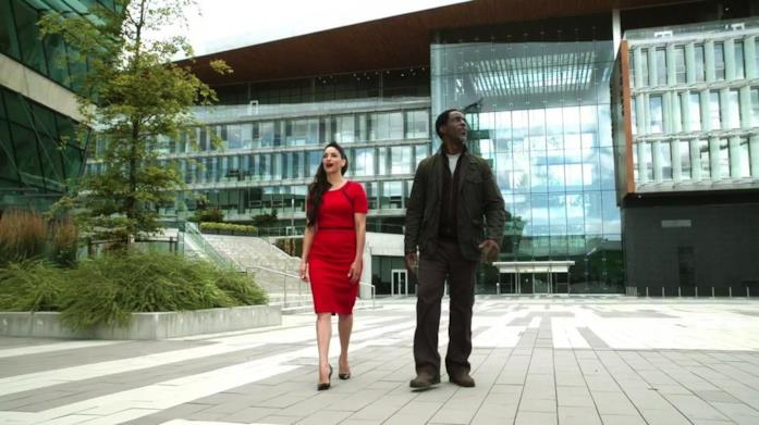 Il Surrey City Hall come set in un episodio di The 100