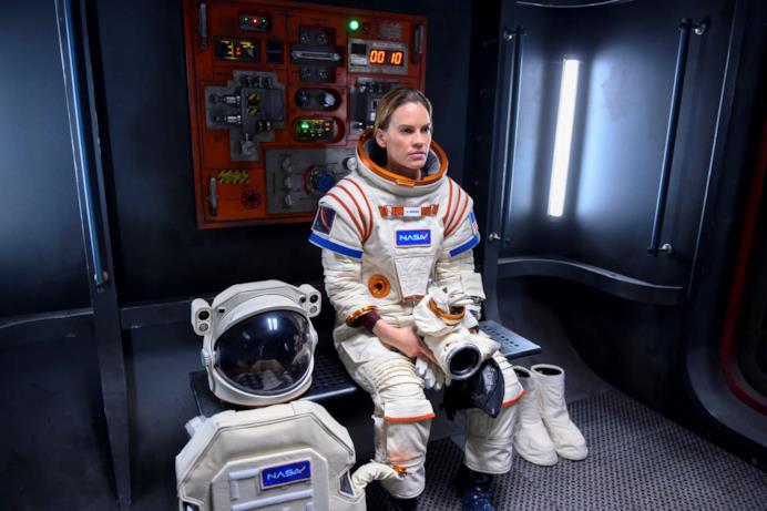 Hilary Swank è protagonista assoluta della serie Netflix
