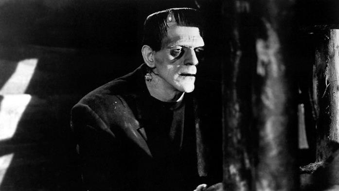 Boris Karloff in una scena del film Frankenstein
