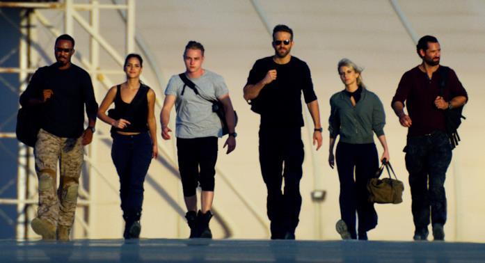 Il cast di 6 Underground in un'immagine dal film