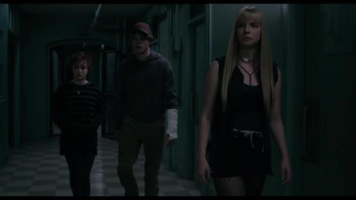 I tre giovani mutanti visitano l'oscura e misteriosa scuola