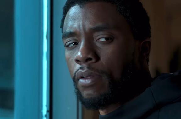 T'Challa sul trono nel poster di Black Panther
