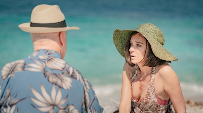Toni Servillo e Valeria Golino in spiaggia