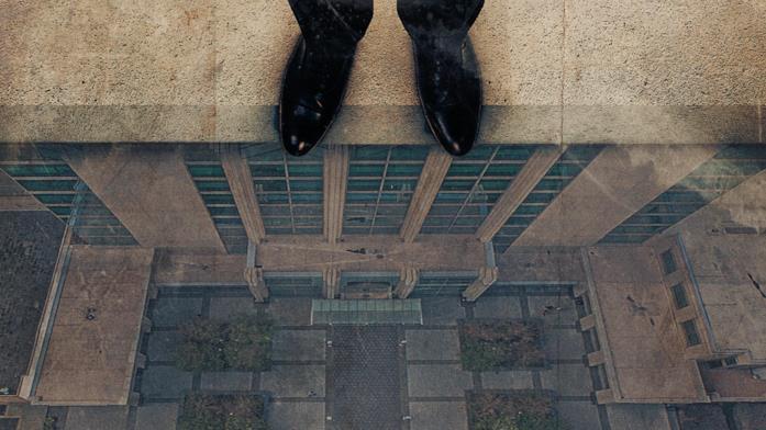 Il poster del doc La spia che cadde sulla terra