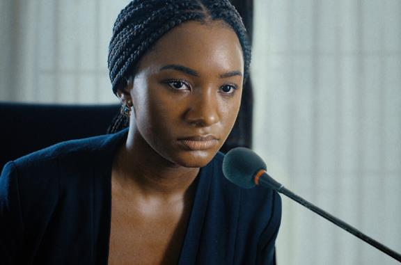 Un primo piano di Temi Otedola in una scena del film Citation