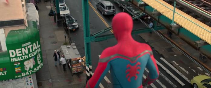 Spider-Man di spalle