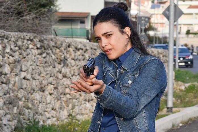 Ester Pantano è Jessica, agente che lavora al fianco di Imma