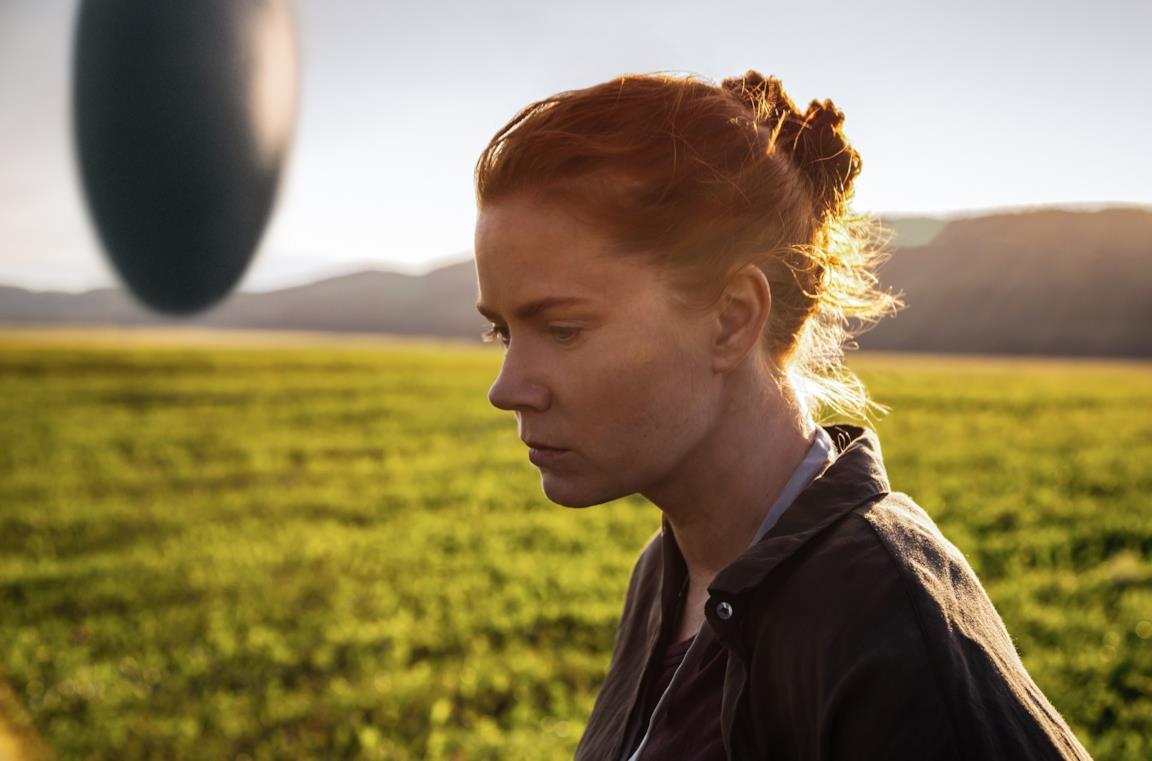 Amy Adams in una scena del film Arrival