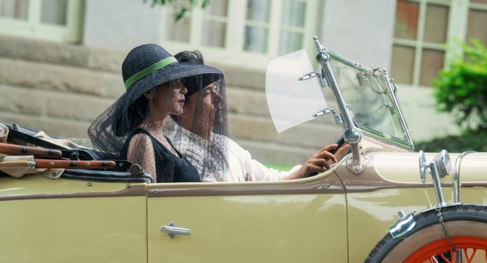 Un esempio dei sontuosi costumi del film
