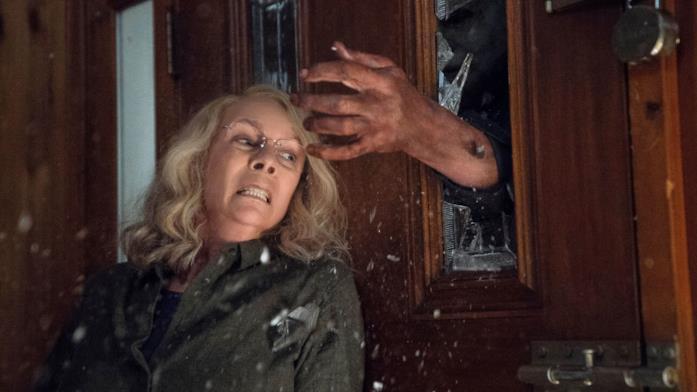 Una scena di Halloween 2018 con Jamie Lee Curtis