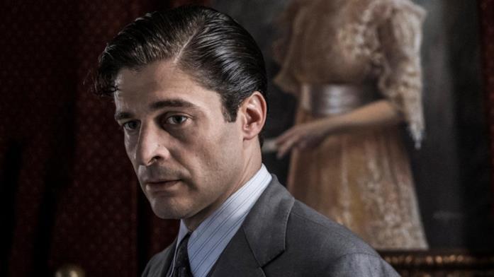 Lino Guanciale è Luigi Alfredo Ricciardi ne Il Commissario Ricciardi