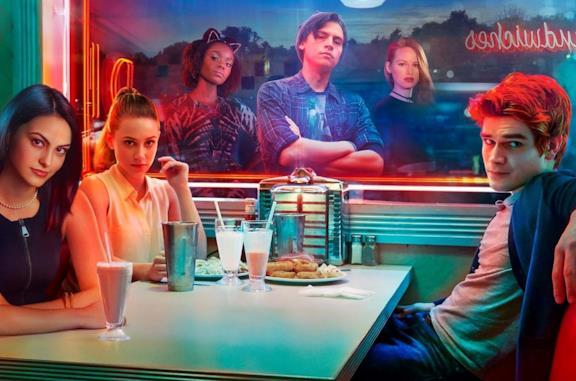 Il cast di Riverdale in una foto promozionale della serie